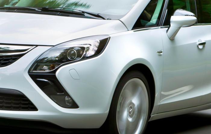 Передние фары Opel Zafira Tourer